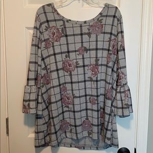 *Avenue Plaid and Rose Knit Top (22/24)